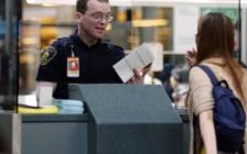 学问很多:加拿大10年多次往返签证入境签章问题