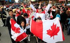 """精英华裔移民加拿大后 """"降级"""" 为劳工:钱、工作、人生该如何抉择?"""