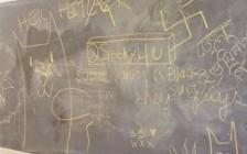 纳粹标志现温哥华UBC大学校园走廊 黑板写「希特拉万岁」