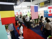 美国澳洲收紧中国留学生签证 英国简化流程免证明文件