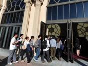 中国赴美留学热在退烧 证照游学团受捧