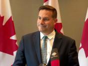 十年首次,加拿大移民部长暗示:将减少接纳移民和难民!