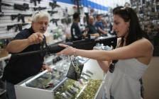 何为佛州高中枪击惨案主因:枪支泛滥抑或家庭教育缺失?