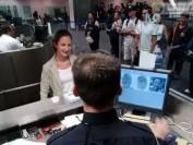 留学生返回美国机场被拦 手机里查获大量违法信息