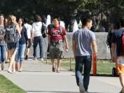美国高校入学率连续八年下降 减少近30万大学生