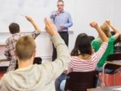 美国学生的质疑与中国学生的服从