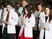 美国医学院开学了,参加女儿的白大褂典礼