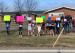 加拿大公立高中17岁女生网上发布一张同学照片 惨遭停学