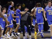加州大学洛杉矶分校十三年来首次进入全国大学生男篮四强 学生疯狂庆祝
