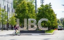 UBC大学女留学生无端被陌生壮汉暴打,暴徒叫嚣种族主义言论