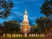 """美国达特茅斯学院中国学生被控""""作弊""""引发集体游行"""