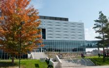加拿大最大的工程学院—滑铁卢大学工程学院