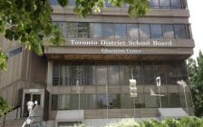 多伦多公立学校家长老师在教育局门前集会  抗议上课模式