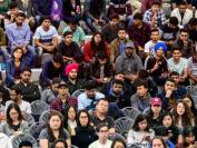 加拿大留学生大学毕业5年内收入不及本地生