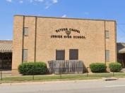 美国中学返校首日爆枪案,一学生垂危,警方一度误报死讯