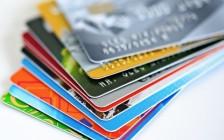 """40%加拿大人是""""月光族"""" 白给信用卡公司打工"""