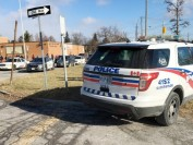 多伦多士嘉堡公立高中群殴两人被刺伤 警方暂时封锁