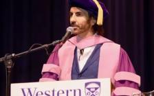 处女女儿,最棒的妞!西安大略大学毕业典礼歧视女性,一言不合就开车!