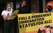 多伦多留学生发起示威游行!呼吁政府放宽移民要求!