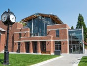 BC省温哥华岛维多利亚市的贵族寄宿私立学校—St. Michaels University School 圣迈克尔学校