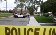 惨!安省汉密尔顿公立学校学生在学校门口 当着母亲的面被捅死