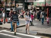 美国亚裔收入最高 但贫富差距也最大