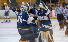 UBC大学雷鸟队击败阿尔伯塔队,42年来首次晋级加拿大西部冰球决赛