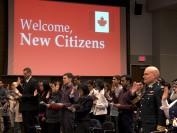 加拿大移民部从9月21日开始逐步恢复移民入籍服务