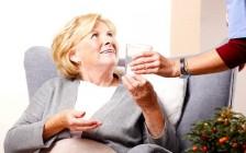 """不只解决大学生孤独问题,麦克马斯特大学学生住老人家的""""共生""""计划一举多得"""