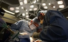 不止是语言障碍:为什么外国医生移民加拿大后继续行医这么难?