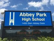 说说哈尔顿公立教育局下属的奥克维尔公立高中
