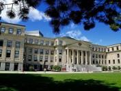 加拿大大学上网课 学生们闹着减免学费 高校诉苦不同意