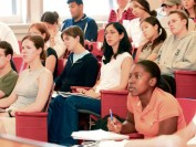 多伦多大学的学生们叫苦连连 因为这个涨了近千元!