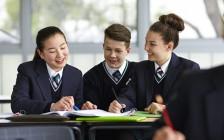 华人小孩成绩碾压加拿大本地人 官方预测华人毕业生年薪最高 政府坐不住了