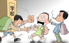 新加坡校园暴力让部长咋舌,女孩被逼的在躲在厕所吃饭…