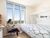 温哥华UBC大学极简风格宿舍受欢迎 1300名学生争71间房