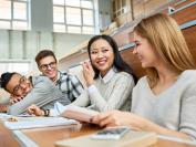 研究:移民加拿大后接受高等教育 薪资水平高
