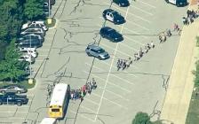 美国印第安纳州再出校园枪案!至少1学生1老师受重伤
