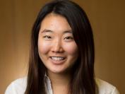 脱到只剩内衣裤 美国康奈尔大学亚裔女生抗议教授