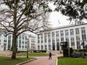 新冠冲击下,美国大学艰难抉择:削减开支、争夺生源、亏空关门