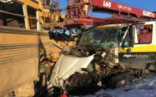 惨烈!加拿大艾伯特省校车与大吊车相撞 5名学生受重伤