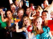 毒品,酒精,性爱,疯狂的学生暑假派对即将开始!家长们放心吗?