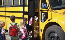 加拿大校车35年无安全带 上万学生伤亡