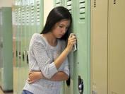 """走出孤独 加拿大小学""""友谊长凳""""受欢迎"""