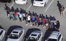美国佛罗里达19岁高中学生枪击同学最少17人死亡 枪手被捕