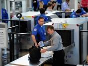 加拿大机场安检为华裔解疑团 这些东西都不能带!