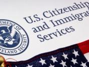 美国移民局一个月里出台两项狠政策 留美党要注意了