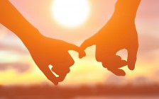 温哥华中国女留学生和本地男友同居7年!申请到绿卡后,竟称自己同性恋要分手!