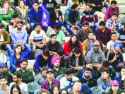 智库报告建议j加拿大联邦政府简化手续 让国际学生留在加拿大