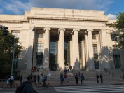 美国大学生自杀频发 大学该不该担责?美国法院终于有结论了
